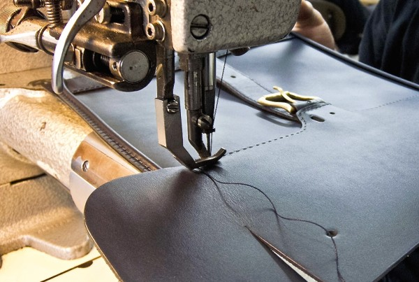 The making of a Bill Amberg handbag.
